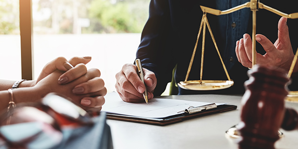 Aprenda cómo puede ayudarle un abogado de derecho familiar